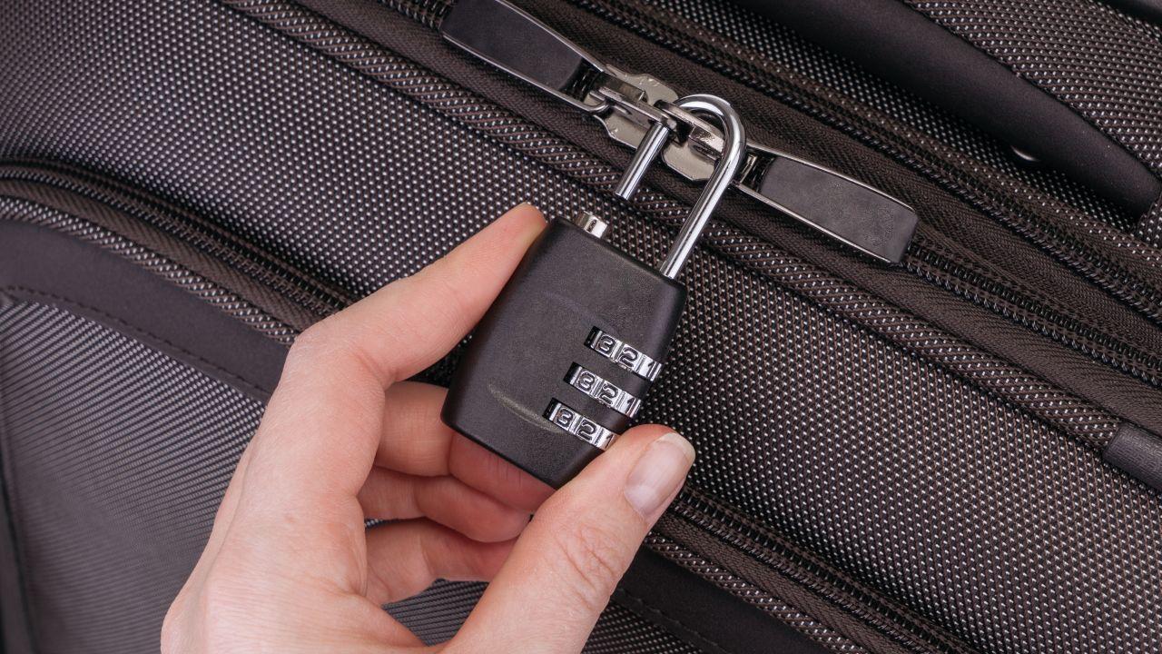 bezpieczeństwo, kłódka do walizki, zabezpieczenie bagażu