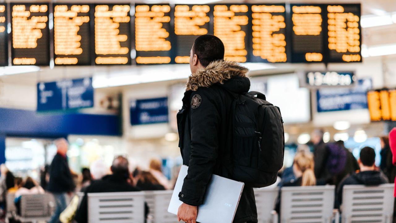 akcesoria podróżne, co zabrać do samolotu, co zabrać w podróż, czego nie zapomnieć